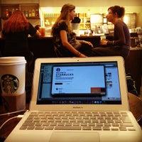 Das Foto wurde bei Starbucks von nk_bot am 2/27/2012 aufgenommen