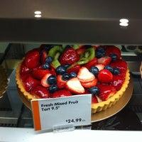 Foto scattata a Balducci's Food Lover's Market da Emily F. il 4/8/2012