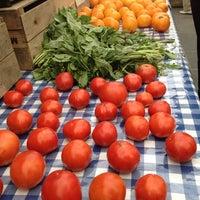 Снимок сделан в Rockefeller Center Farmers Market пользователем Jessica K. 8/21/2012