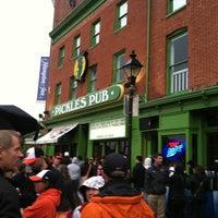 4/28/2012에 Frankie M.님이 Pickles Pub에서 찍은 사진
