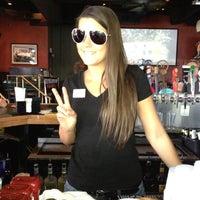 Foto tomada en Bru's Room Sports Grill - Delray Beach por Warren C. el 2/11/2012