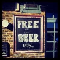 รูปภาพถ่ายที่ Lockside Lounge โดย Chris D. เมื่อ 9/8/2012