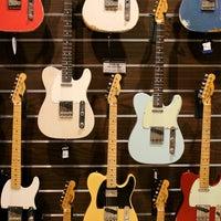 Foto scattata a Cosmo Music - The Musical Instrument Superstore! da Christopher B. il 2/16/2012