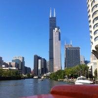 Foto tomada en Chicago Architecture Foundation River Cruise por Paul R. el 9/3/2012