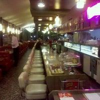 1/31/2012 tarihinde Edward P.ziyaretçi tarafından Pann's Restaurant & Coffee Shop'de çekilen fotoğraf