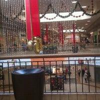 Foto scattata a Rogue Valley Mall da V il 11/25/2011