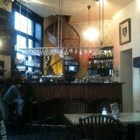 Das Foto wurde bei Café Floréo von Darren S. am 6/19/2011 aufgenommen