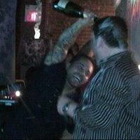 6/28/2012 tarihinde Curtis C.ziyaretçi tarafından District Restaurant & Lounge'de çekilen fotoğraf