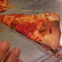 Photo prise au DeLorenzo's Pizza par Donna S. le11/18/2011