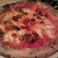 Снимок сделан в Tutta Bella Neapolitan Pizzeria пользователем Sandy W. 5/1/2011