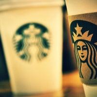 Das Foto wurde bei Starbucks von Ender A. am 2/25/2012 aufgenommen