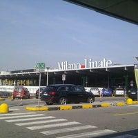 รูปภาพถ่ายที่ Aeroporto di Milano Linate (LIN) โดย Eduardo M. เมื่อ 9/15/2011