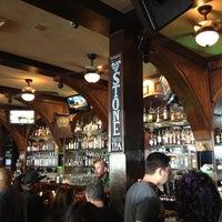 Foto tirada no(a) Henry's Pub & Restaurant por Melani G. em 6/11/2012
