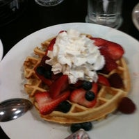 3/31/2012 tarihinde D L.ziyaretçi tarafından Midtown Crêperie & Café'de çekilen fotoğraf