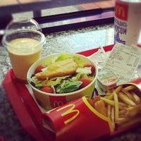Снимок сделан в McDonald's пользователем Рена С. 7/14/2012