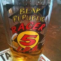 Снимок сделан в Tyler's Restaurant & Taproom пользователем Allan C. 4/17/2012
