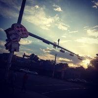 Das Foto wurde bei More Home Slice von Joel G. am 9/12/2012 aufgenommen