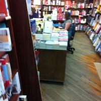 Foto diambil di Brookline Booksmith oleh Samantha C. pada 6/9/2012