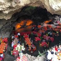 Foto tomada en La Gruta Restaurant por Paco C. el 4/30/2012