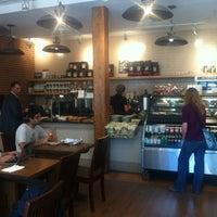 Foto tirada no(a) The Café Grind por Hamptons MouthPiece em 6/7/2012