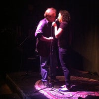 Foto scattata a Nuyorican Poets Cafe da The Inspired Word NYC il 9/5/2012