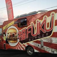 7/4/2012 tarihinde Larry K.ziyaretçi tarafından Fukuburger Truck'de çekilen fotoğraf