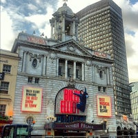 Photo prise au Victoria Palace Theatre par Douglas D. le6/19/2012