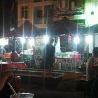 2/24/2012 tarihinde Jaws I.ziyaretçi tarafından Uptown Jalan Reko'de çekilen fotoğraf