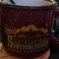 Foto scattata a Deluxe Station Diner da Jon B. il 3/30/2012