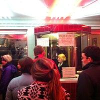 Снимок сделан в Laurelhurst Theater & Pub пользователем Paul D. 12/28/2011