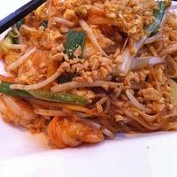 Foto diambil di Hawkers Asian Street Fare oleh Kathy M. pada 10/9/2011