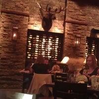 รูปภาพถ่ายที่ Firebirds Wood Fired Grill โดย LaMont'e B. เมื่อ 5/4/2012