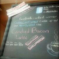 Foto scattata a Coffee Villa da Carrie C. il 4/16/2012