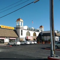 Foto diambil di Ellis Island Casino & Brewery oleh Ryan H. pada 2/10/2012