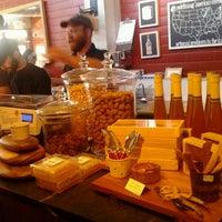 Foto tomada en Antonelli's Cheese Shop por Marcel R. el 12/31/2011