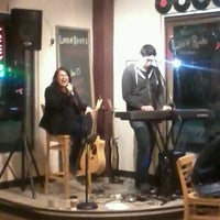 Foto tirada no(a) Roots Coffeehouse por Mark C. em 1/14/2012
