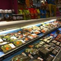 Das Foto wurde bei Gourmet Market von viewphukhao pinong am 6/25/2012 aufgenommen