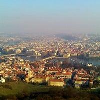 11/29/2011 tarihinde Alex O.ziyaretçi tarafından Petřínská rozhledna | Petřín Lookout Tower'de çekilen fotoğraf