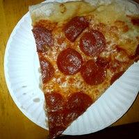 Das Foto wurde bei Sal & Carmine's Pizza von Luisa M. am 9/10/2012 aufgenommen