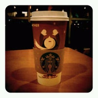 Foto tirada no(a) Starbucks por Monika S. em 11/29/2011