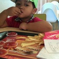 Das Foto wurde bei McDonald's & McCafé von Chiku K. am 1/4/2012 aufgenommen