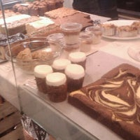 Das Foto wurde bei Rose Bakery von Melody VENTURA L. am 1/5/2012 aufgenommen