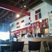 รูปภาพถ่ายที่ Halcyon Coffee, Bar & Lounge โดย Joey C. เมื่อ 11/11/2011