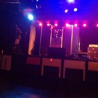 Photo prise au Busby's East par Briya L. le8/22/2012