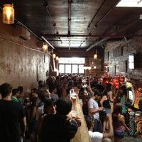 รูปภาพถ่ายที่ Pine Box Rock Shop โดย Pedro เมื่อ 7/28/2012