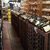 2/3/2011 tarihinde Philip P.ziyaretçi tarafından Larchmont Village Wine & Cheese'de çekilen fotoğraf