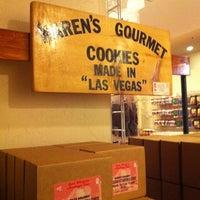 8/26/2011 tarihinde KinipelaJLNziyaretçi tarafından Las Vegas Jerkys, Inc.'de çekilen fotoğraf