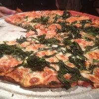 3/24/2012 tarihinde Stu S.ziyaretçi tarafından Star Tavern Pizzeria'de çekilen fotoğraf
