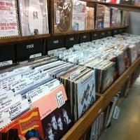 2/11/2012 tarihinde Will D.ziyaretçi tarafından Twist & Shout Records'de çekilen fotoğraf