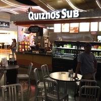 Foto scattata a Quiznos da Jamie F. il 8/23/2012